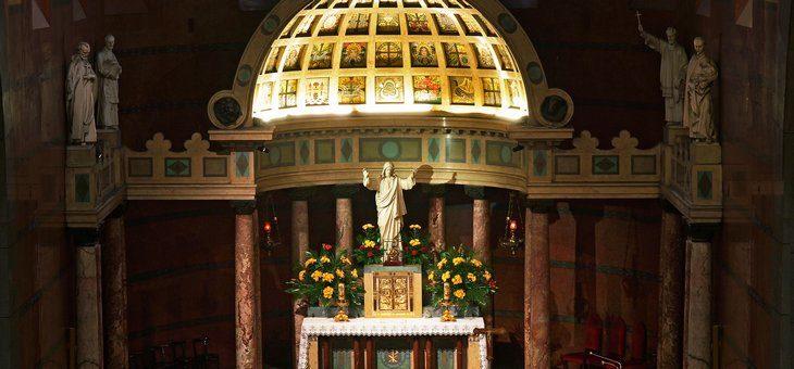 Ołtarz główny w Bazylice Serca Jezusa w Krakowie