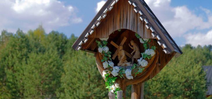 Ludowe, polskie kapliczki – przystanki Świętych